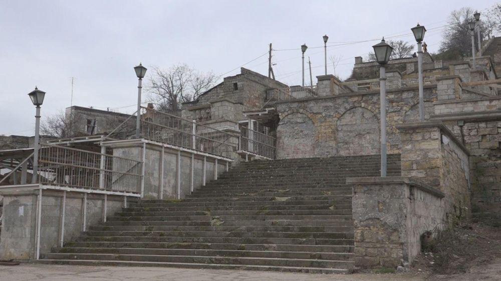 Митридатские лестницы в Керчи должны реконструировать в установленный срок, — Назаров