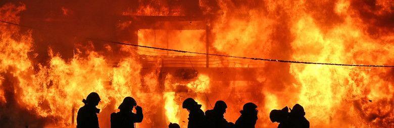Появилось видео крупного пожара в Симферополе ночью,