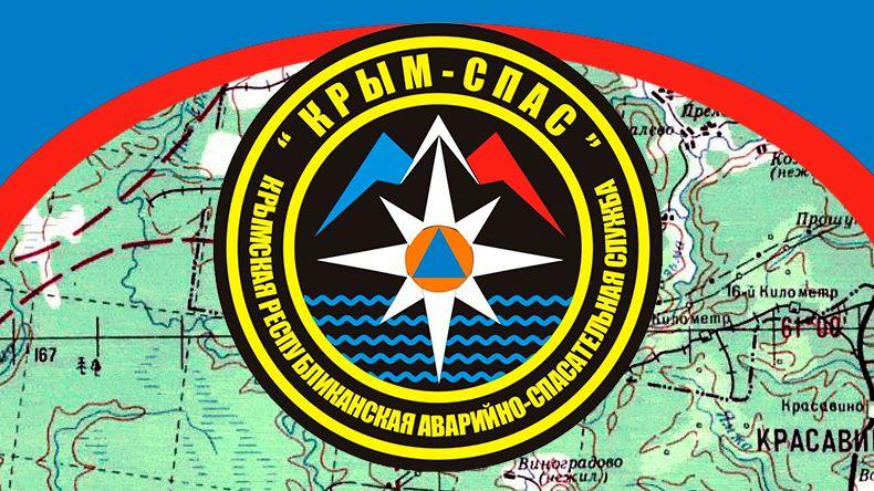 Крымские спасатели отбуксировали два автомобиля, застрявших в снегу на плато Ай-Петри