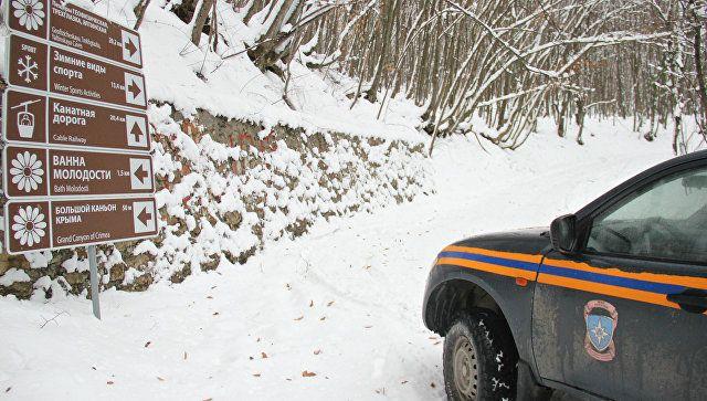 В Крыму спасли автотуристов, застрявших в снежных заносах на Ай-Петри