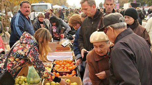 Ян Латышев: На расширенной ярмарке в городе Симферополе розничные цены были на 30-40% ниже рыночных