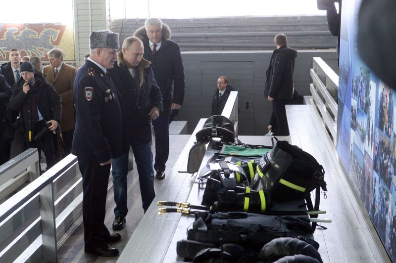 Президент Российской Федерации Владимир Путин поздравил сотрудниц 1-го оперативного полка московской полиции с 8 Марта