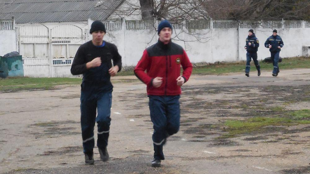 Специалисты «КРЫМ-СПАС» продолжают проводить тренировочные занятия по физической подготовке
