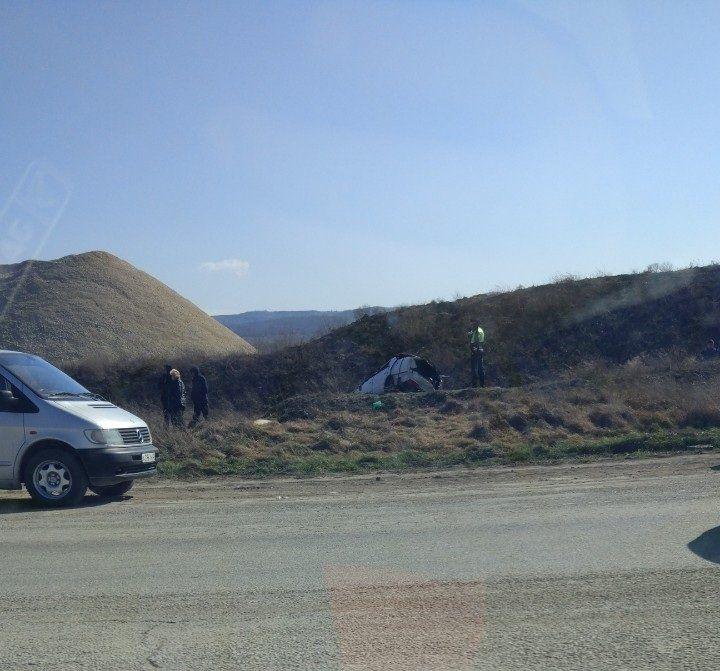 На трассе Симферополь-Севастополь в перевернувшейся машине погиб водитель