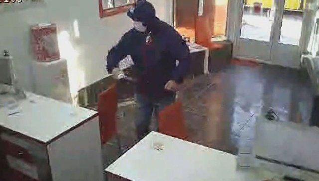 Нападение на офис микрозаймов в Симферополе попало на видео