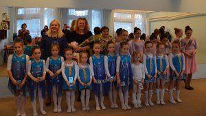 Весенний праздничный концерт воспитанницы Гаспринского поселкового клуба посвящали своим милым мамам