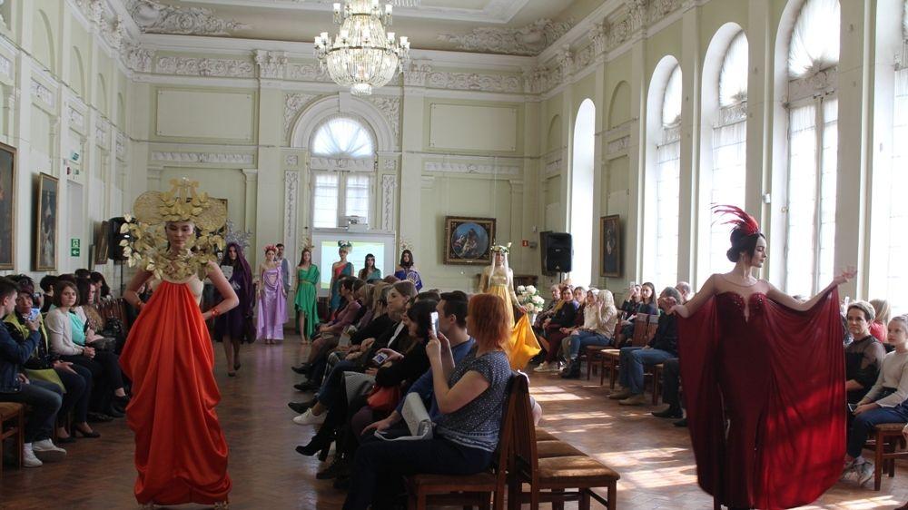 Крымский университет культуры, искусств и туризма провел I Региональный фестиваль моды и дизайна «Времена года в Крыму»
