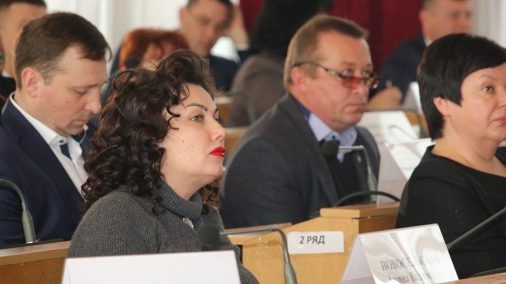 Арина Новосельская приняла участие в выездном совещании по проблемным вопросам Симферополя