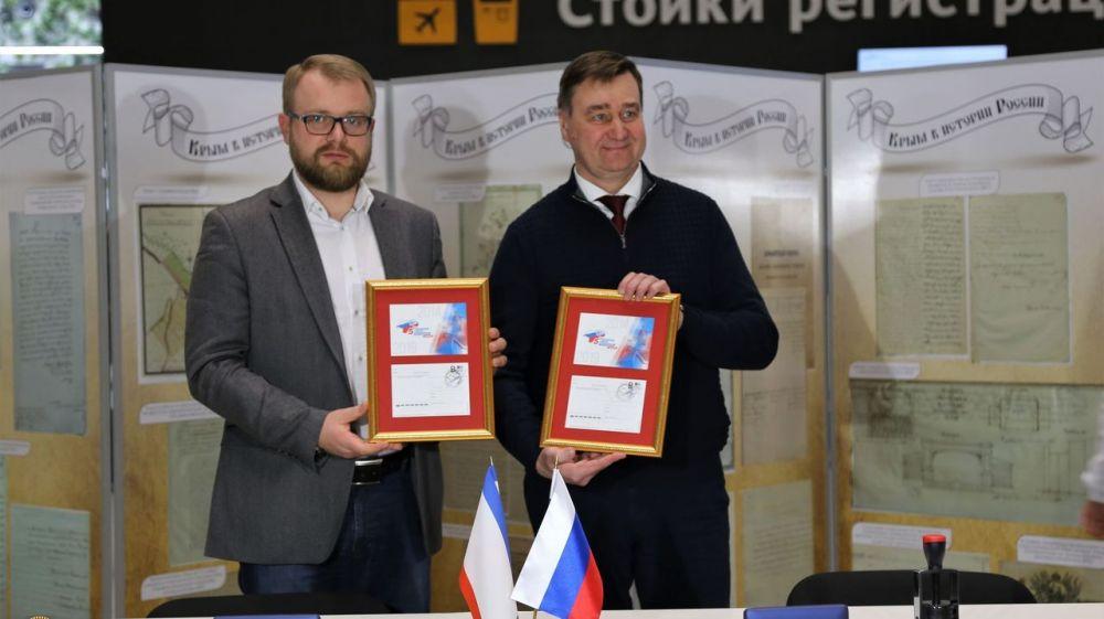 Замминистра Минцифры Олег Иванов и вице-премьер Дмитрий Полонский приняли участие в спецгашении маркированной карточки