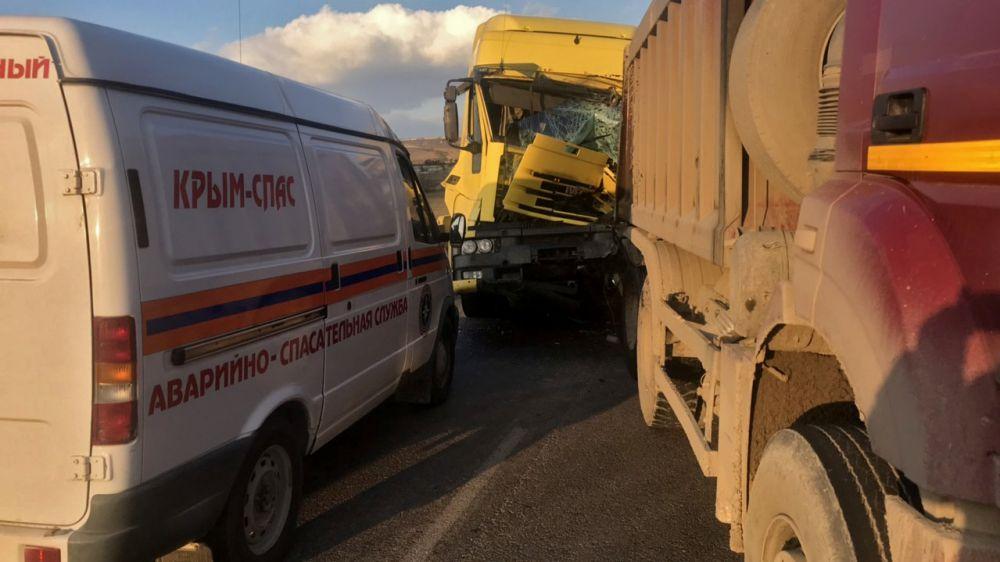 Сотрудники «КРЫМ-СПАС» произвели деблокацию пострадавшего при ДТП на трассе «Таврида»