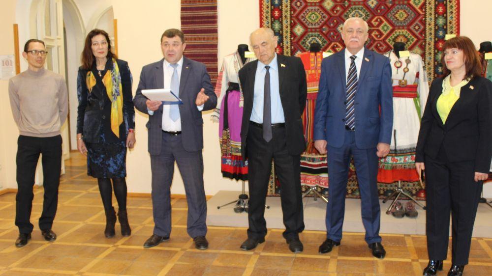 Крымский этнографический музей открыл выставку «Собираем, храним, изучаем», посвященную воссоединению Крыма с Россией
