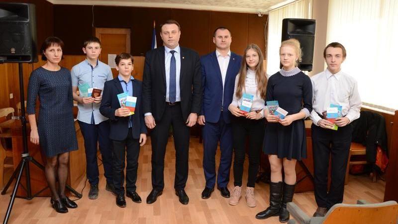 В Красноперекопске юным гражданам России вручили паспорта