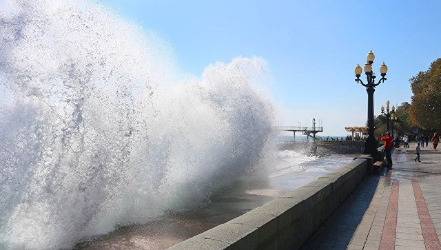 Непогода возвращается: в Крым идут ливни и шторм