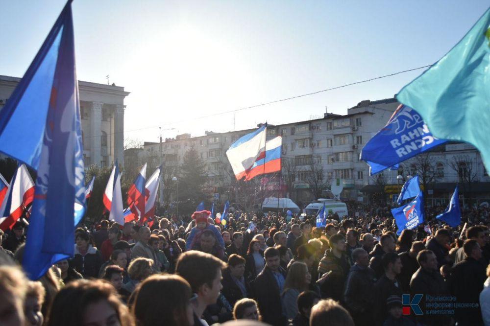 Полиция, Росгвардия, народные дружины обеспечили безопасное проведение праздничных мероприятий в Крыму