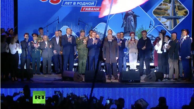 Обращение Путина к собравшимся на праздничном концерте в Симферополе
