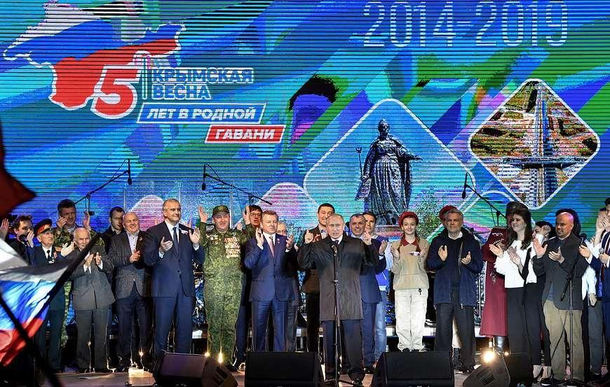 Путин вместе с крымчанами отпраздновал годовщину воссоединения Крыма с Россией