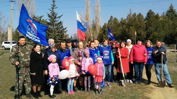 Инна Федоренко и Игорь Щербанюк приняли участие в высадке деревьев в честь пятой годовщины Крымской весны