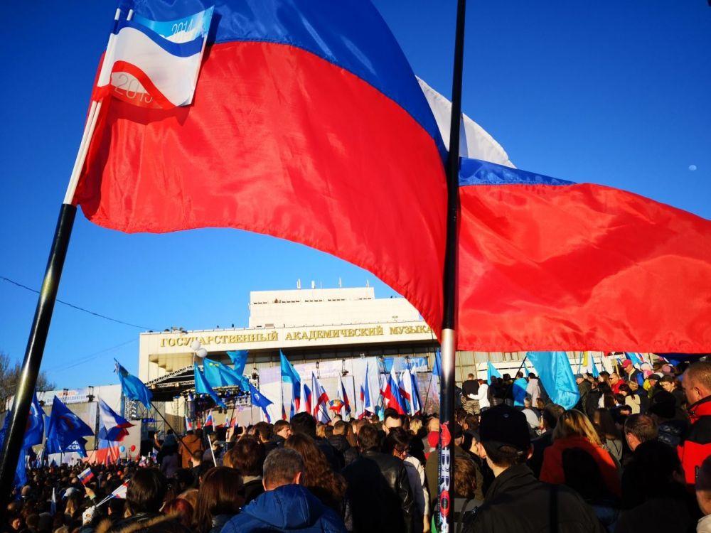 В Симферополе пятилетие воссоединения Крыма с Россией отметили праздничным концертом