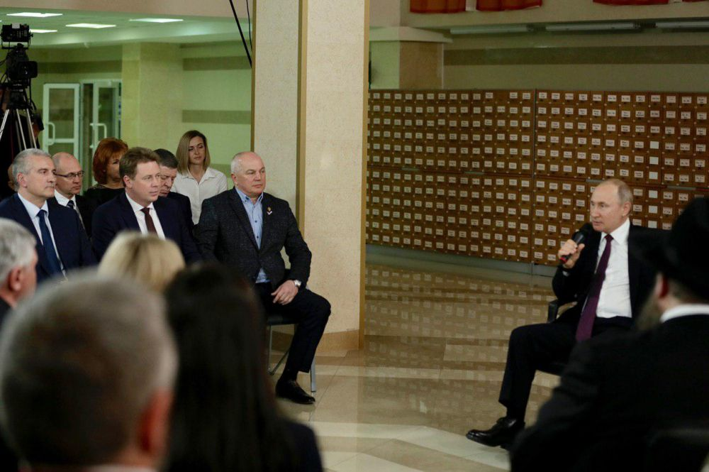 Военные в Крыму должны своевременно обеспечиваться жильём, — Путин