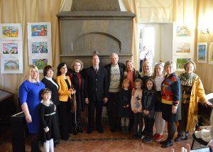 Дети рисуют Крымскую Весну. В пятилетие воссоединения Крыма с Россией в дворце-замке «Ласточкино гнездо» открылась детская выставка творческих работ