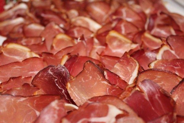 В Крыму детей кормили опасным мясом