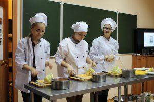 Крымские студенты предпочитают получать специальности в сфере общепита и торговли