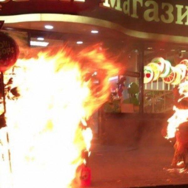 В Киеве подожгли очередной магазин Порошенко