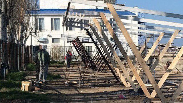 В Феодосии арендатор пляжа «Динамо» начал его блаугоустройство