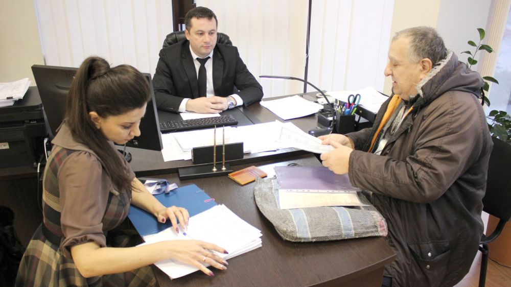 Руководство Госкомрегистра продолжает разъяснять заявителям требования действующего законодательства