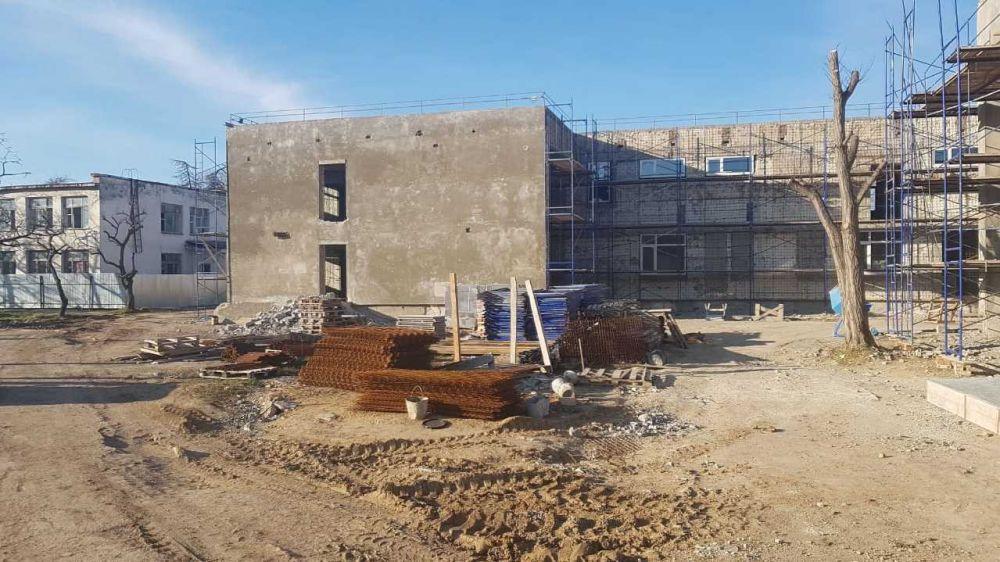 Михаил Храмов проверил ход реконструкции детского сада в селе Вилино Бахчисарайского района