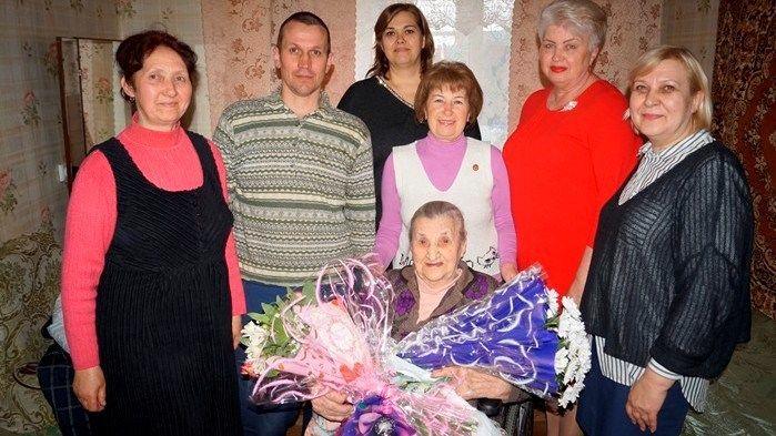 Валентина Орехова поздравила с юбилеем жительницу села Чапаевка Советского района