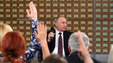 Встреча президента РФ Владимира Путина с общественностью Симферополя и Севастополя