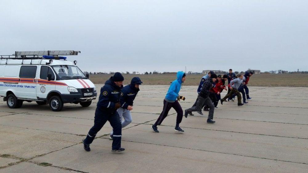 Сотрудники всех аварийно-спасательных отрядов «КРЫМ-СПАС» продолжают проводить тренировочные занятия по физической подготовке