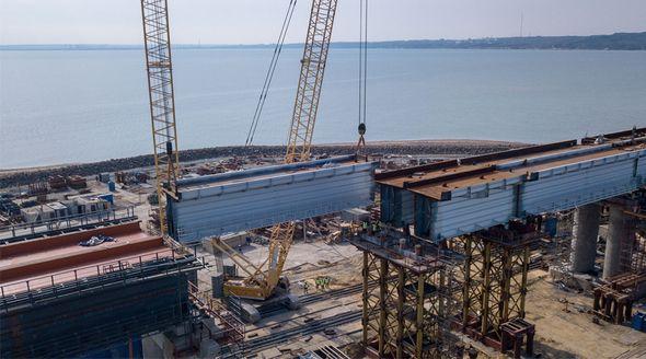 Строители завершили установку пролетов железнодорожной части Крымского моста