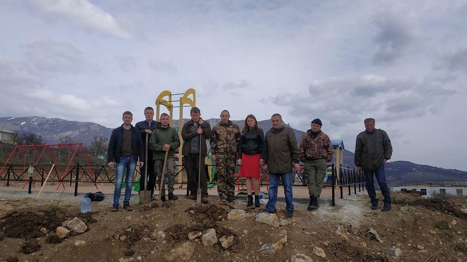 В рамках празднования Международного дня лесов Алуштинское лесоохотничье хозяйство провело посадку лесных культур
