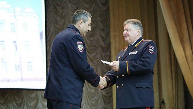 В огонь и в дым: полицейских из Евпатории наградили за спасение людей на пожаре