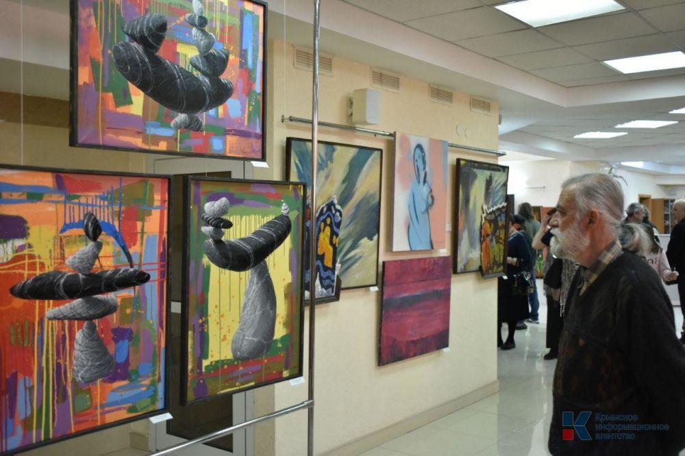 Выставка современного искусства «Остров сокровищ» открылась в Симферополе