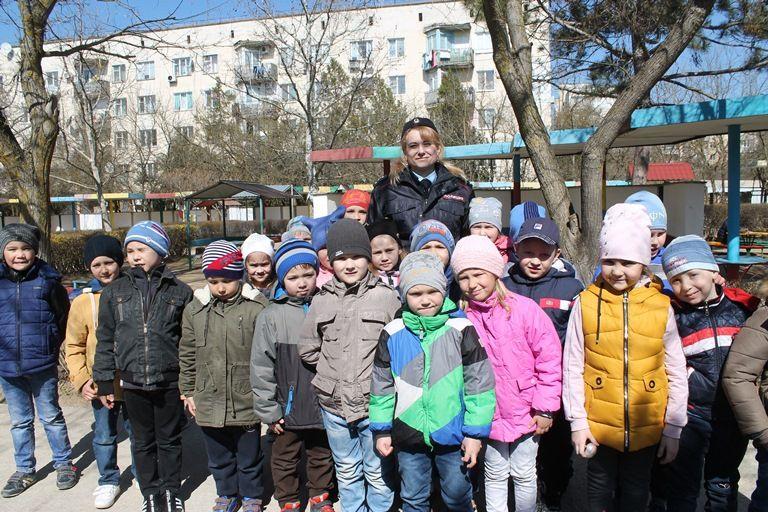 В Евпатории с приходом весны у детей начались занятия в автогородке