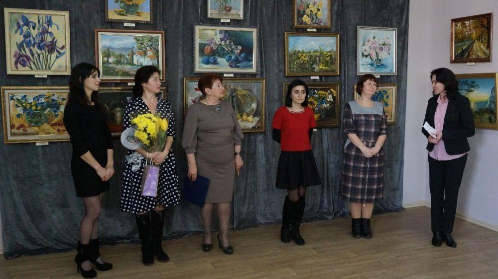 В Крымскотатарском музее культурно-исторического наследия проходит выставка «Весенние краски»
