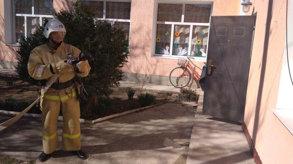 Специалисты ГКУ РК «Пожарная охрана Республики Крым» продолжают проводить пожарно-тактические занятия на социально значимых объектах полуострова