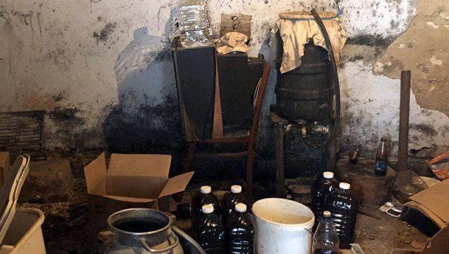 """Нечистый алкоголь: в Крыму у """"бизнесменов"""" изъяли 100 л опасного спирта"""