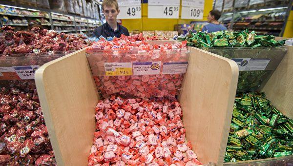 """""""Сладенького захотелось"""": в Симферополе мужчина попался на воровстве конфет"""