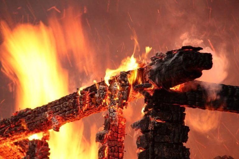 В Симферопольском районе горела хозпостройка
