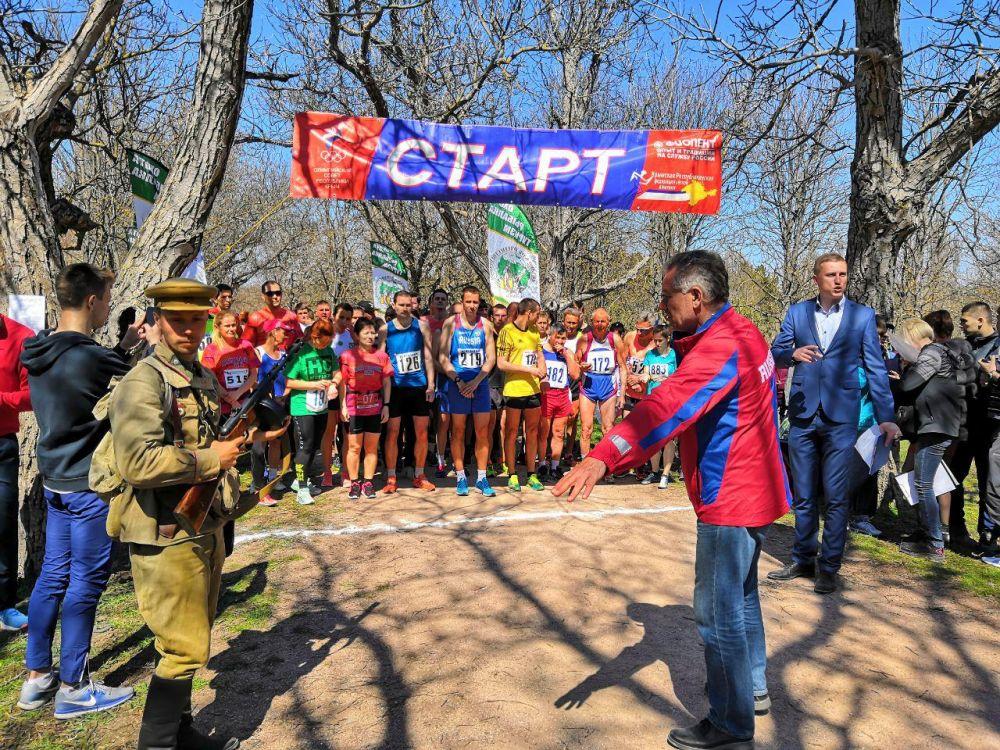 В Симферополе прошёл массовый забег «Спасибо за мир»