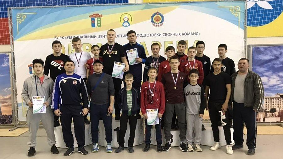 Сборная Крыма и Севастополя завоевала 14 медалей на первенстве ЮФО по греко-римской борьбе среди юношей до 16 лет