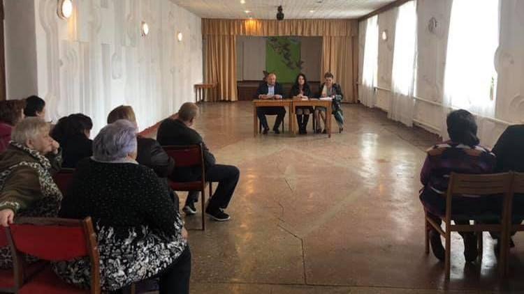 Сергей Донец встретился со старшими по многоквартирным домам, а также представителями управляющей организации в селе Урожайное
