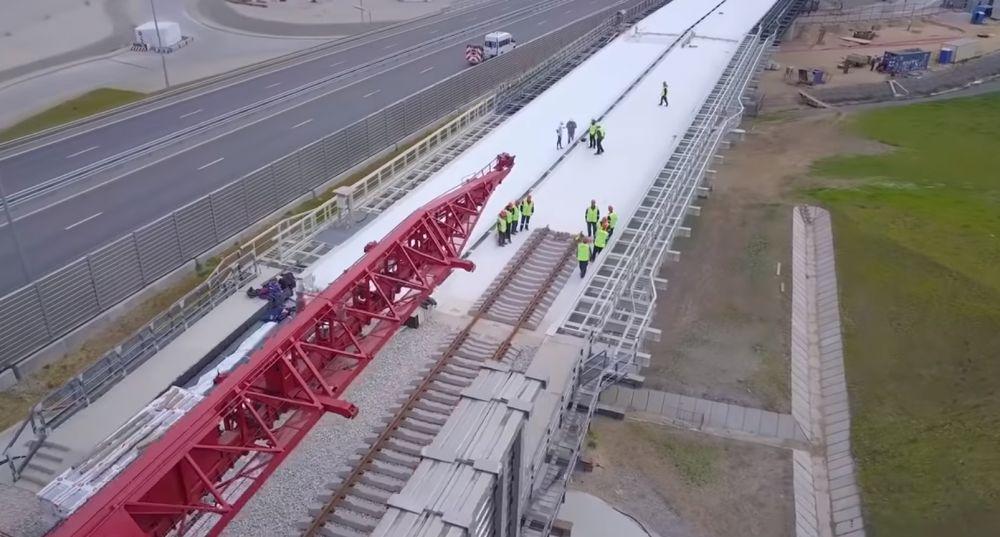 На Крымском мосту стартовала укладка железнодорожного полотна со стороны полуострова