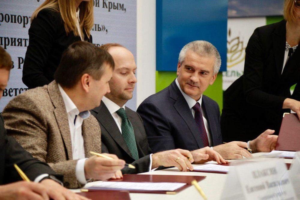 Целый ряд важных для Крыма соглашений подписали на ЯМЭФ в первые часы Форума