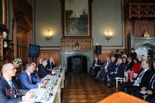 Перспективные направления развития экономической ситуации в России и мире обсудили на ЯМЭФ