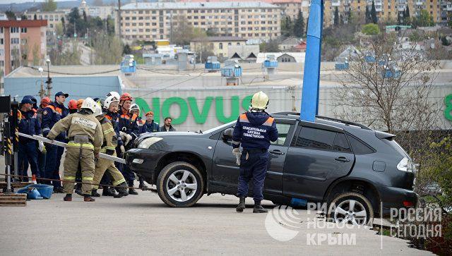 ЧП в Севастополе: обвал парковки проверяет комиссия, дом обесточен